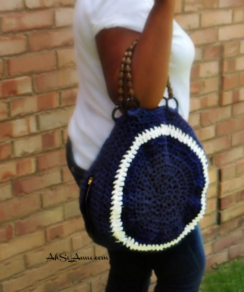 round crochet purse